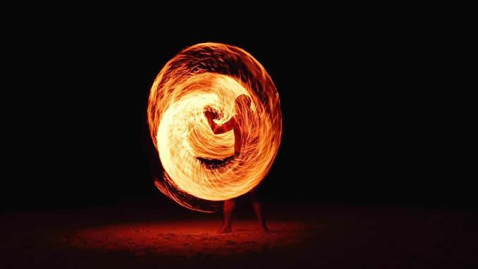 Feuerring-mensch-transformation-fireball
