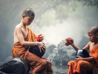 junge buddhisten ueben bewusstsein buddhist