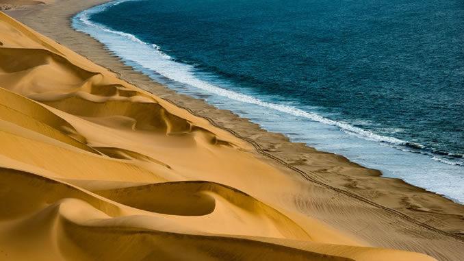 Beitragsbild-Reise-Namibia-2021-Barbara-Bessen-duene-meer