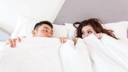 Bett-Paar-Bettdecke-bed