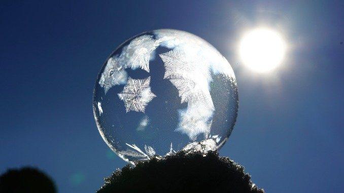 Sonne-Eiskugel-soap-bubble