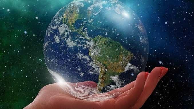 weltkugel-hand-globe