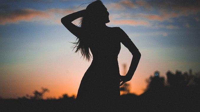 Frau-Natur-silhouette