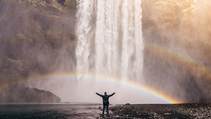 Lebensrichtung-regenbogen-mann-wasserfall-waterfall