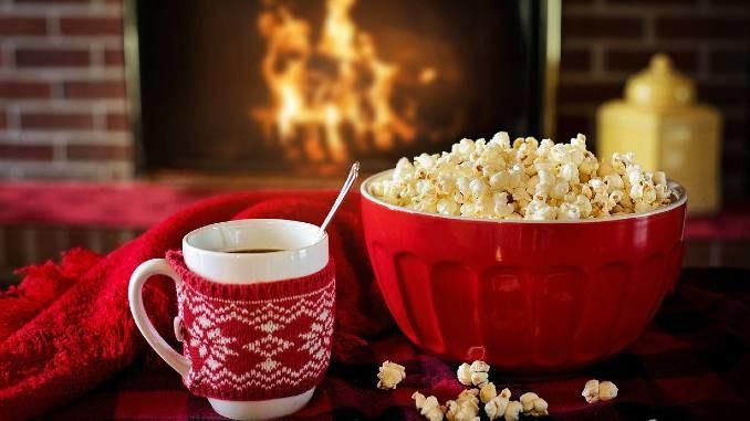 erkenntnis-weihnachten-popcorn-kamin-warm-and-cozy