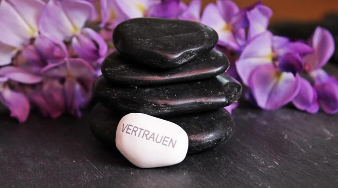 steine-blueten-vertrauen-balance