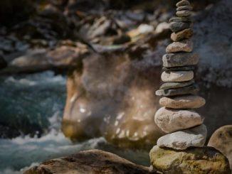 steine-turm-meditation-stones