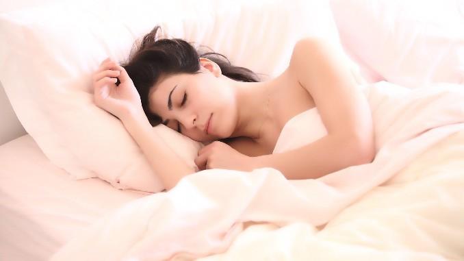Frau-schlafen-woman