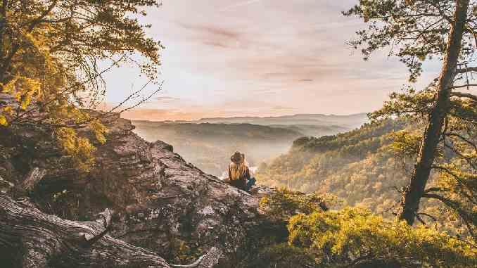 frau-natur-berge-environment
