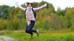 Detox Fasten Ayurveda lebensfreude frau luftsprung woman