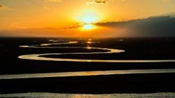 Dunkle Zeiten sonnenaufgang fluss prairie