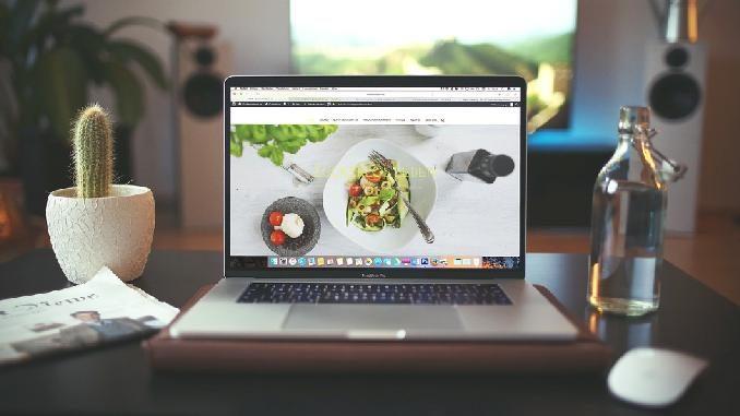 ayurveda-abo-ausbildung-neutzler-laptop