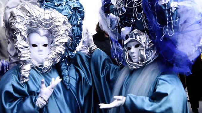 Masken-roland-ropers-blau-silber