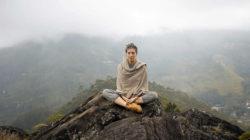 Lichtenergie von Kraftorten frau berg meditieren meditate