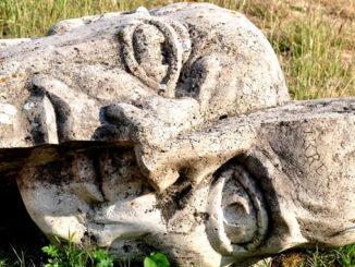 schicksal selbsterkenntnis statue