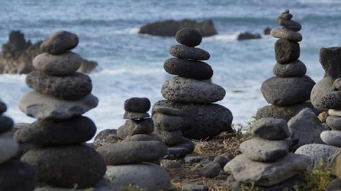 steine-tuerme-meer-rest