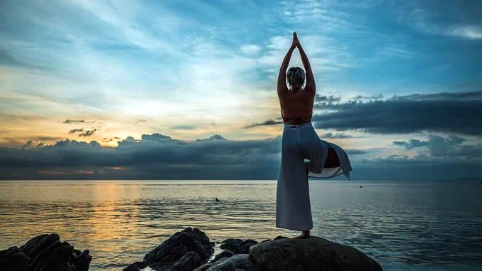 yoga-felsen-sonnenuntergang