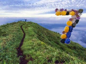 zahl-sieben-berg-frau-himmel-path