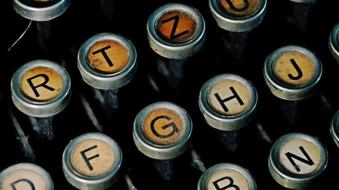 Autorenseite-typewriter-keyboard