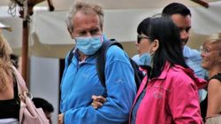 Geimpft oder nicht geimpft paar maske