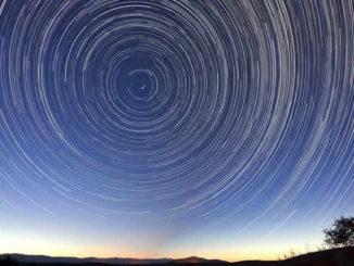 Sterne-spuren-universelle-Gesetze
